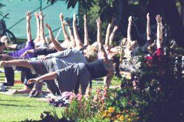 Yoga är en av grundstenarna på Hallispirit som är i socitetsparken