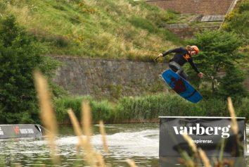 Varbergs wakeboardförening hjälper oss att driva wakeboardparken i Vallgraven