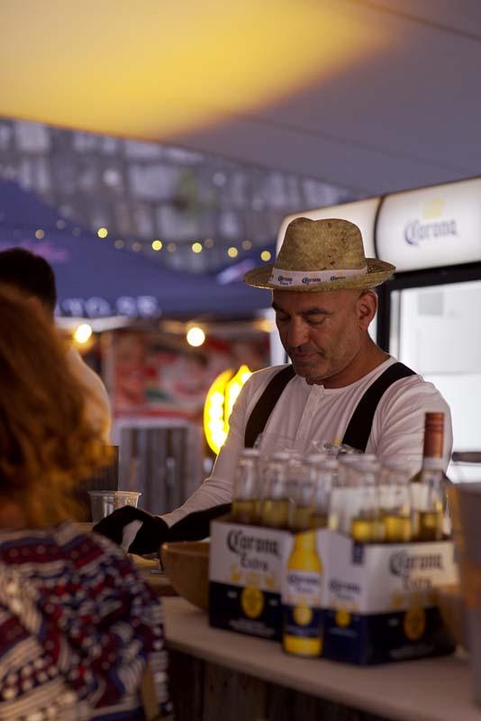 Kvällarna avslutades på Surfers Corner, festivalens serveringsområde