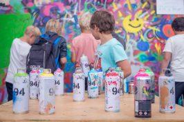 Graffiti är ett roligt inslag och en bra prova-på konst under festivalen
