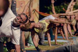 Yoga är en aktivitet för alla, oavsett ålder och kön