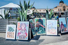 Surf Art på badhusplatsen där monster och surfare trängdes på tavlorna